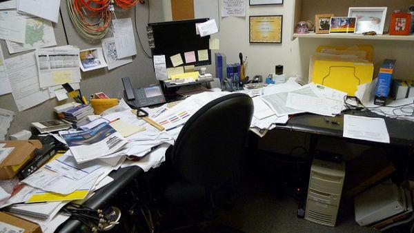 C 243 Mo Nos Afecta El Desorden De Nuestra Mesa De Trabajo En
